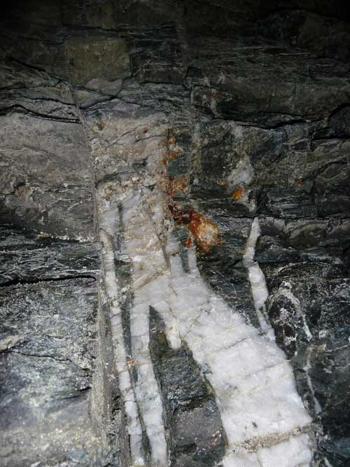 Quartz vein in granite host rock in the Josef UEF about 90 metres below ground surface