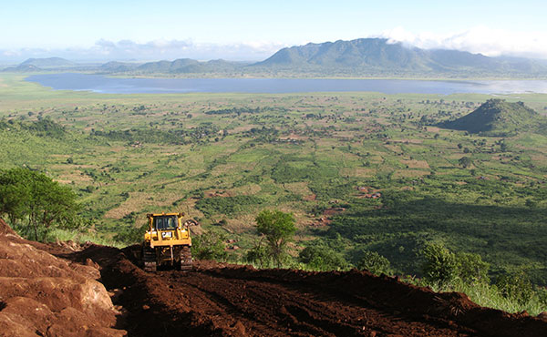 Constructing the drill road, Songwe Hill