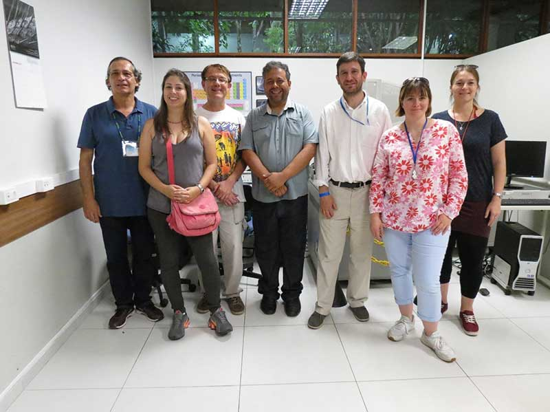 Mineral processing and imaging lab tour by Prof. Henrique Kahn (left) at LCT-Polytechnic School USP. Copyright Marcello Andrade
